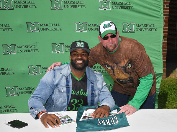 4.28.18 Vinny Curry with fans