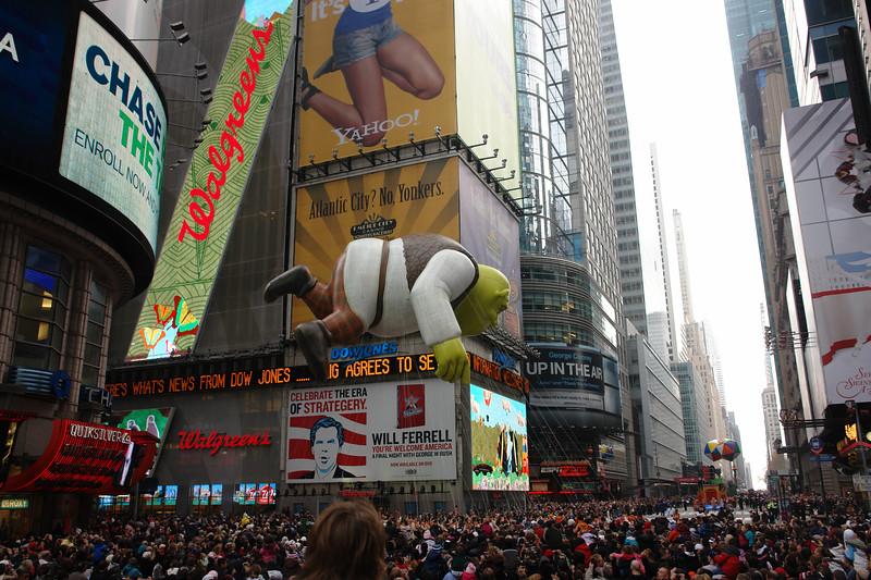 SHREK Macy's Thanksgiving Parade 2009 in Manhattan