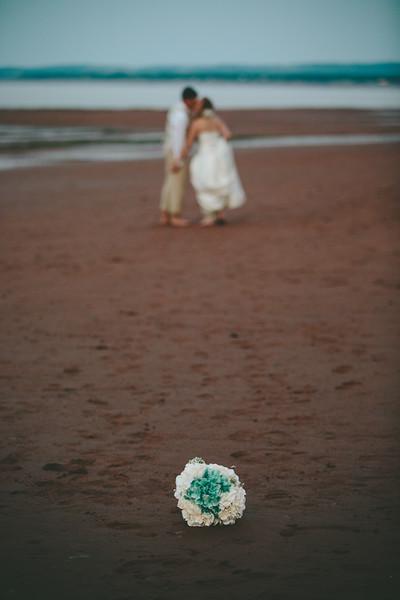Deana & Chris - Bouquet on the Beach