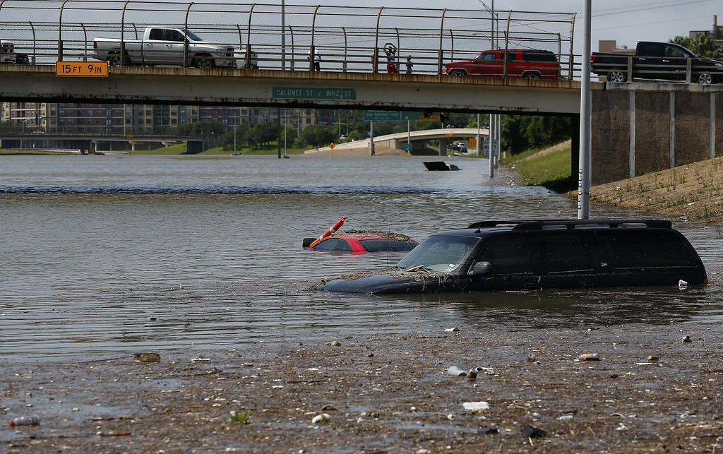 . Vehicles are left stranded on Texas State Highway 288 in Houston, Texas on May 26, 2015.  Heavy rains throught Texas put the city of Houston under massive amounts of water, closing roadways and trapping residents in their cars and buildings, according to local reports. Rainfall reached up to 11 inches (27.9cm) in some parts of the state, according to national forecasters, and the heavy rains quickly pooled over the state\'s already saturated soil. AFP PHOTO/aron M. Sprecher/AFP/Getty Images