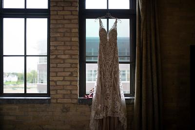 Mallory + Scott | Milwaukee Lakefront Wedding Photography