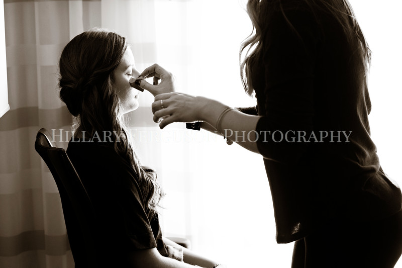 Hillary_Ferguson_Photography_Melinda+Derek_Getting_Ready029.jpg