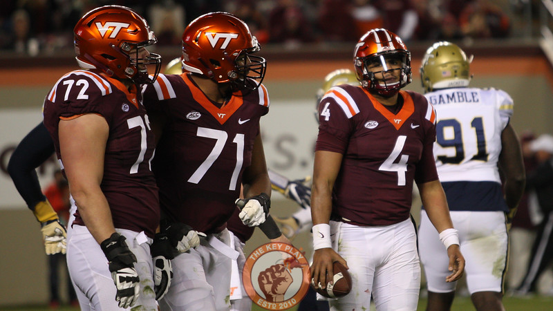 Virginia Tech QB Jerod Evans looks on as the Hokies go three-and-out in the 4th quarter. (Mark Umansky/TheKeyPlay.com)