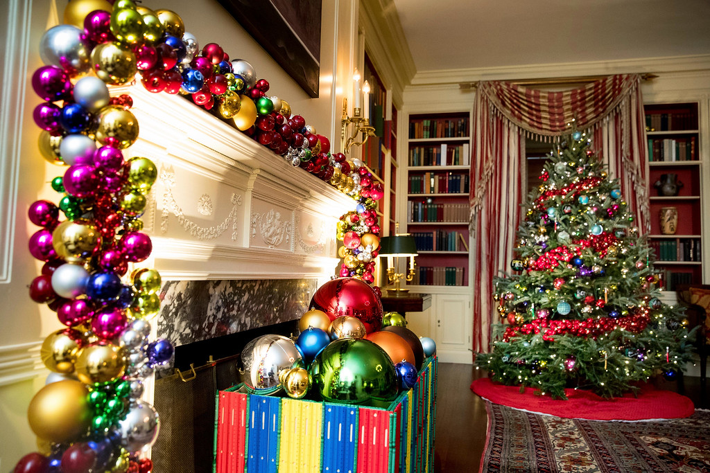 . The Library of the White House is decorated during a preview of the 2016 holiday decor, Tuesday, Nov. 29, 2016, in Washington. (AP Photo/Andrew Harnik)