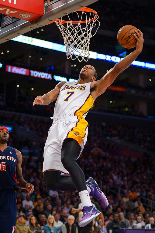 . Lakers� Xavier Henry drives in all alone for two points during first half action at Staples Center Sunday, November 17, 2013.  ( Photo by David Crane/Los Angeles Daily News )