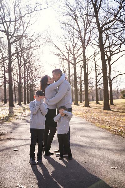 Brenda-Family-Christmas (13 of 46).jpg