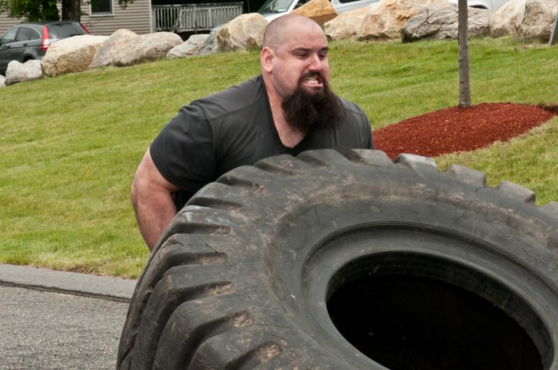 Fitness Revolution Strongman Challenge 2011_ERF4110.jpg