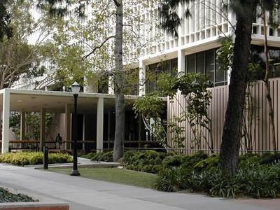 09-UCLA