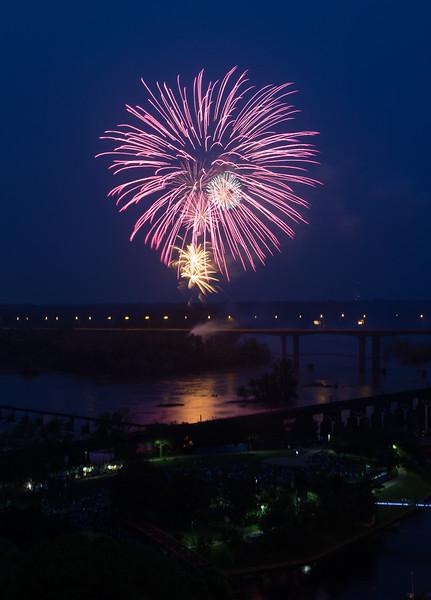 fireworks-2_19295111240_o.jpg