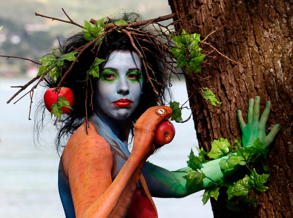. A model poses during the annual World Bodypainting Festival in Poertschach July 5, 2013. The world\'s biggest bodypainting event takes place from July 5 to 7 at lake Woerthersee in Austria\'s southern Carinthia province. REUTERS/Heinz-Peter Bader