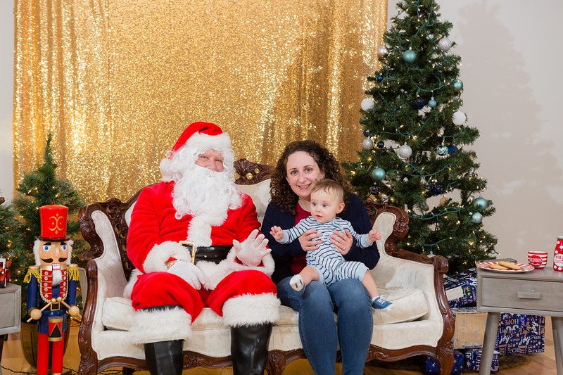 FADS Picture with Santa-232.jpg