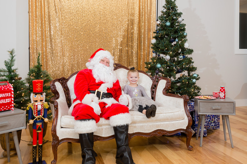 FADS Picture with Santa-295.jpg