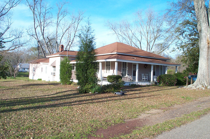 Deloach Home on 5th Avenue before it was torn down.