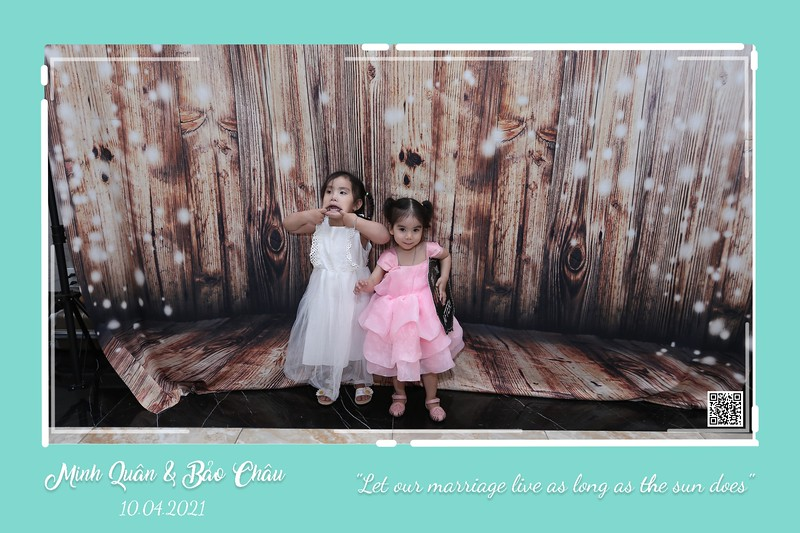 QC-wedding-instant-print-photobooth-Chup-hinh-lay-lien-in-anh-lay-ngay-Tiec-cuoi-WefieBox-Photobooth-Vietnam-cho-thue-photo-booth-024.jpg
