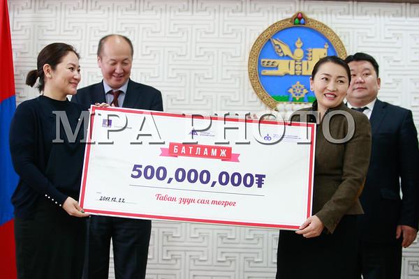 НӨАТ-ын 500 сая төгрөгийн супер азтаны шагналыг гардууллаа