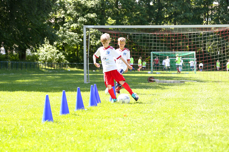 hsv_fussballschule-456_48047944931_o.jpg