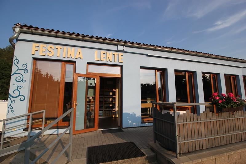 Delicatessen Restaurant Festina Lente 7km