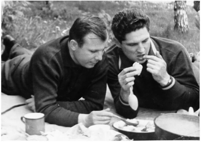 Y Gagarin B Volynov.jpg
