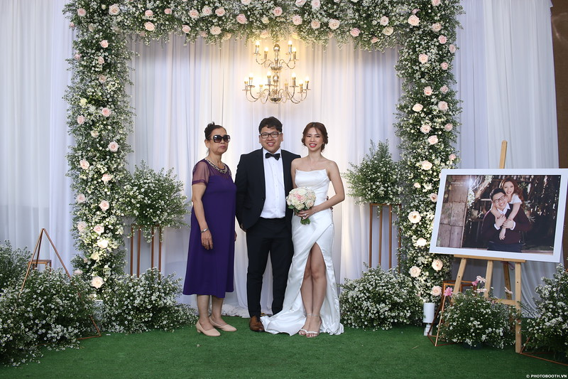 Vy-Cuong-wedding-instant-print-photo-booth-in-Bien-Hoa-Chup-hinh-lay-lien-Tiec-cuoi-tai-Bien-Hoa-WefieBox-Photobooth-Vietnam-095.jpg