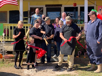 Familiy Traditions Eatery ribbon cutting