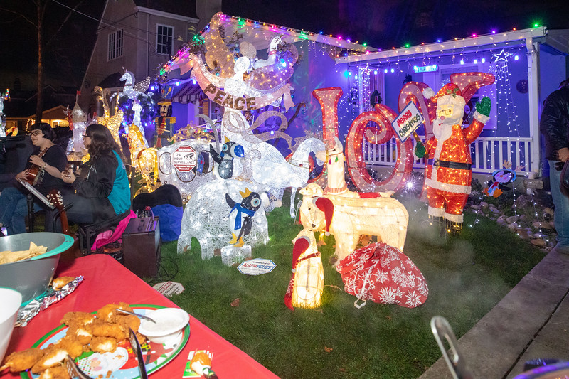 12-08-19-Christmas With Chris & Family-65.jpg