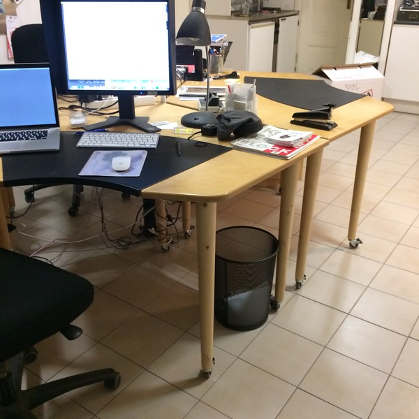 Skrivbord i björk för tre personer, Snickarbeställd, 2000kr