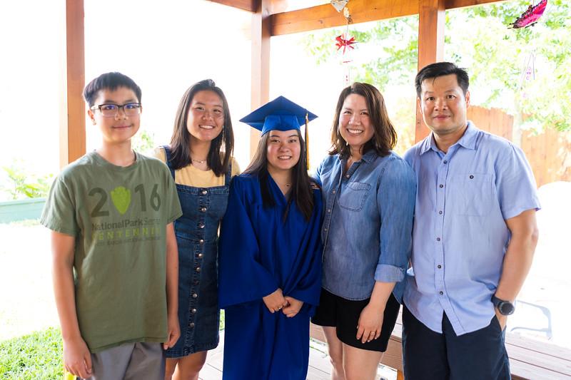 20190602_april-hs-graduation_050.JPG