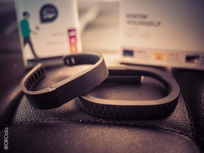 2013-12: Jawbone vs FitBit