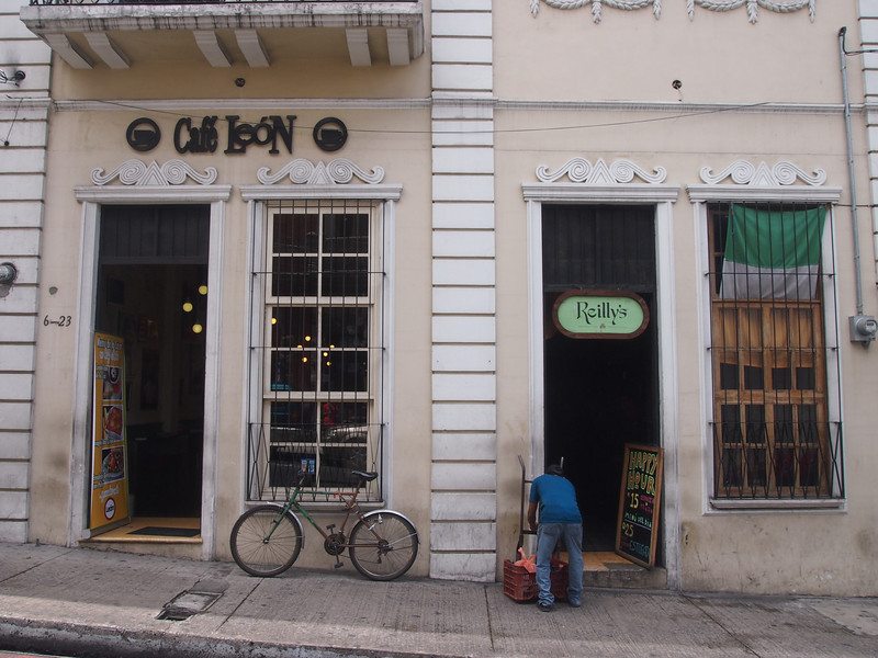 P7030605-caffe-leon.JPG