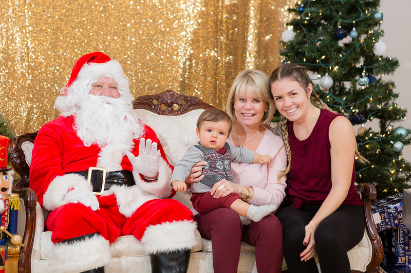 FADS Picture with Santa-268.jpg
