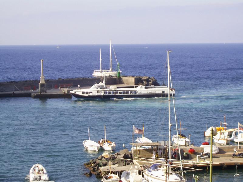 Kolkhida type hydrofoil ALIGEA arriving to Capri.