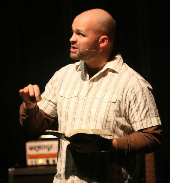 Clayton King of Crossroads Worldwide speaks to the students at the first Verge of the semester Tuesday night.
