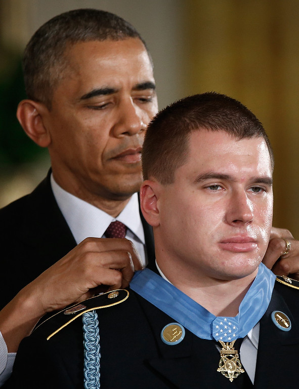 . U.S. President Barack Obama (L) awards the Medal of Honor to U.S. Army Sgt. Kyle J. White during a ceremony in the East Room of the White House May 13, 2014 in Washington, DC.   (Photo by Win McNamee/Getty Images)