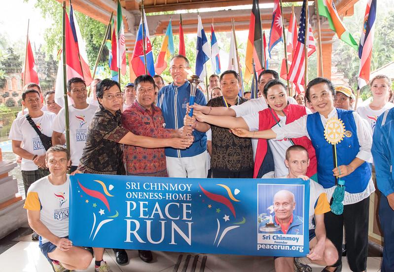 20170202_Peace Run Denpasar w_Mayor_058.jpg