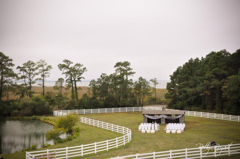 Fair_Winds_Farm_Wedding__Run-in_Shed_-34.jpg