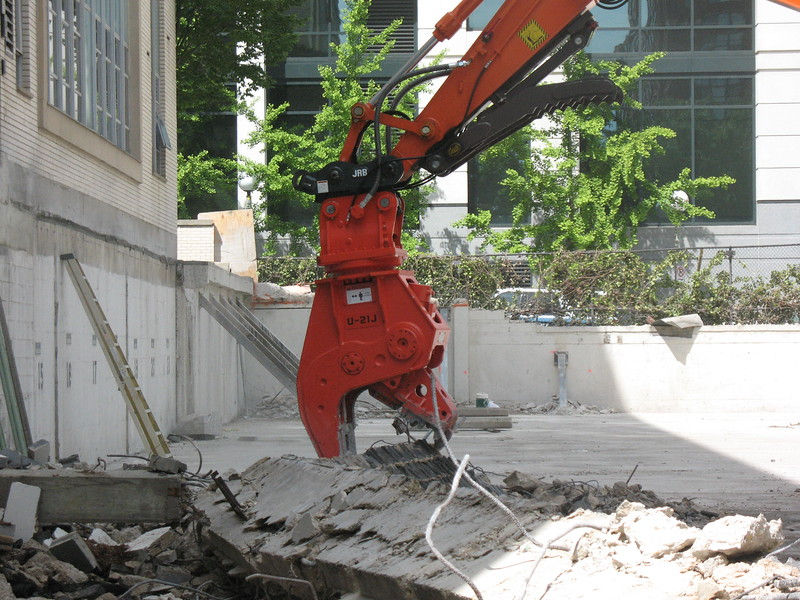NPK U21JR concrete pulverizer on Hitachi excavator-commercial demolition (18).JPG