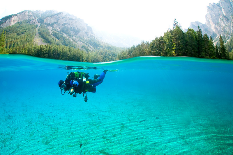 Taucher im Gebirgssee; Steiermark; Gruener See; Österreich; Oesterreich /  Scuba Diver in a mountain lake; Steiermark; Gruener See;