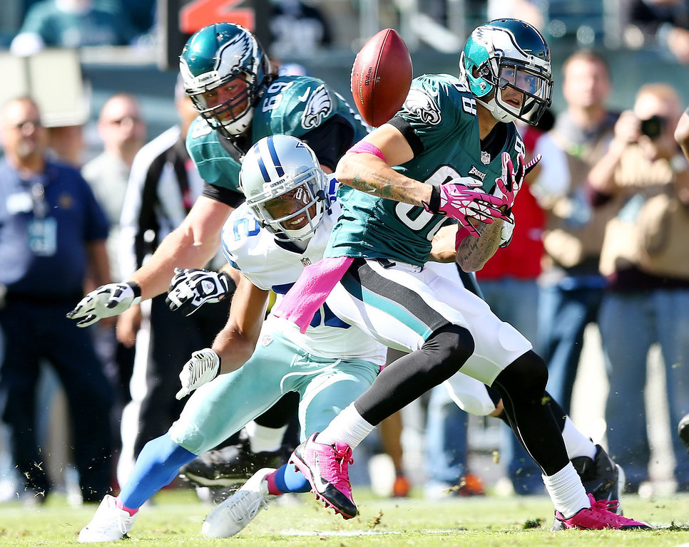 . Jeff Maehl #88 of the Philadelphia Eagles drops a pass as  Orlando Scandrick #32 of the Dallas Cowboys defends on October 20, 2013 at Lincoln Financial Field in Philadelphia, Pennslyvania.  (Photo by Elsa/Getty Images)