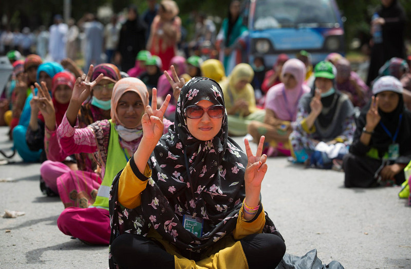 . Supporters of Pakistani Muslim cleric Tahir-ul-Qadri flash victory signs near government offices in Islamabad, Pakistan, Monday, Sept. 1, 2014. Anti-government protesters and Pakistani police have clashed once again as the demonstrators pushed into a sprawling government complex in the country\'s capital in an effort to try to reach the prime minister\'s official residence. (AP Photo/B.K. Bangash)