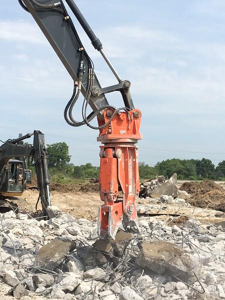 NPK M20G material processor on Deere excavator - Murphy Tractor in MI 2017 (5).JPG