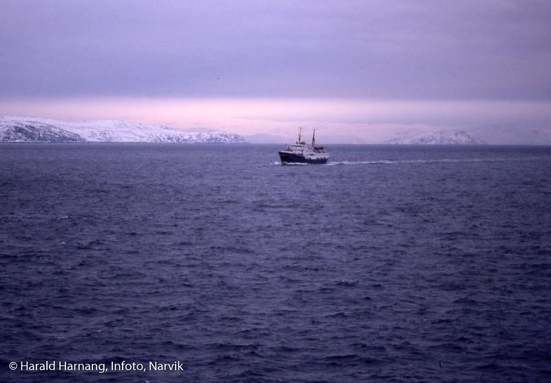 Møtende hurtigruteskip på Finnmarkskysten.