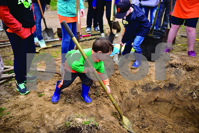 tyler-residents-celebrate-arbor-day-by-planting-trees