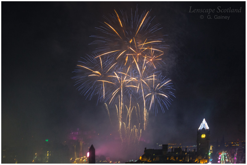 Fireworks over Edinburgh Castle from Calton Hill (8)