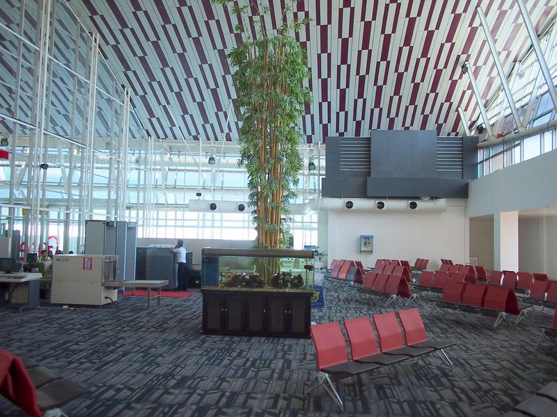 P9149494-international-departure-lounge.JPG