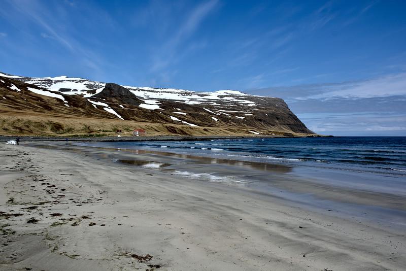 Í Furufirði. Björgunarskýlið.