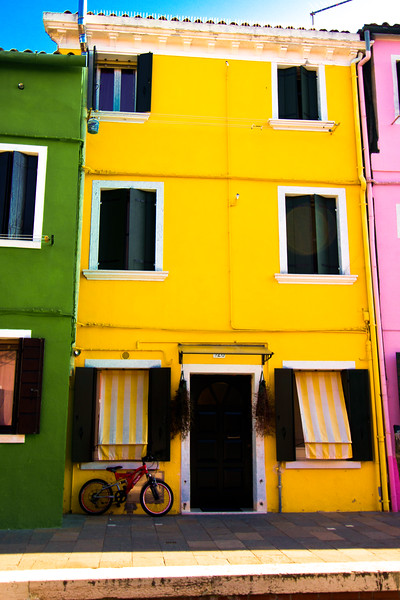 burano yellow house.jpg