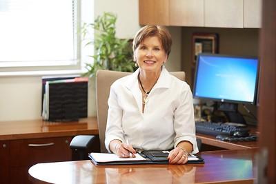 2016 UWL Alumni Dyanne Brudos Bremmer Wealth Management Lantern