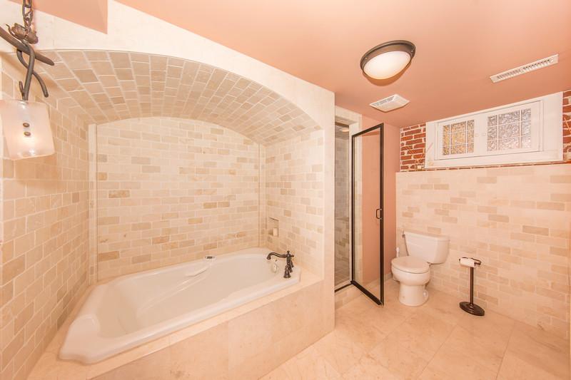 Bath Tub_1.JPG