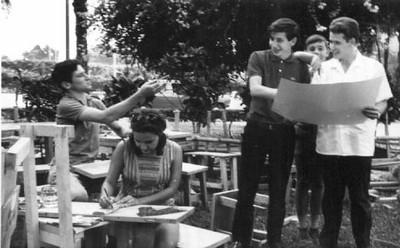 Julho, 1968 Pipas, Janeca, José João Rocha Afonso , Luis Coelho e Luis Matos  -no jardim do Dr. Santos David