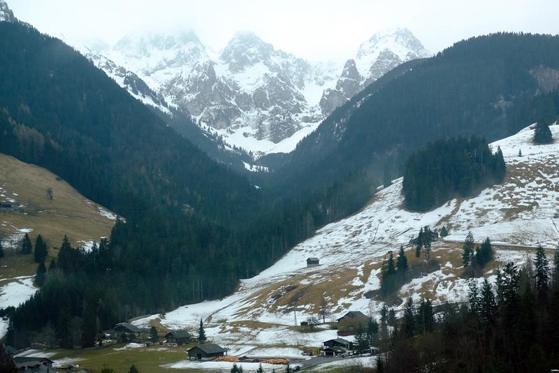 Train Lucerne to Geneva 09.jpg